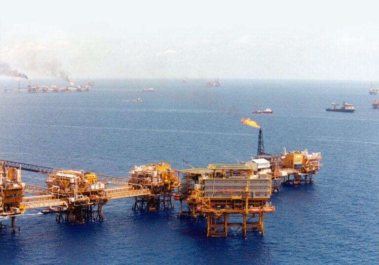 Mexican Oil Platforms Cut Staff Over Coronavirus