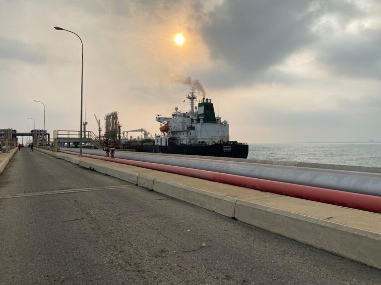 First Iranian Tanker Reaches El Palito Refinery
