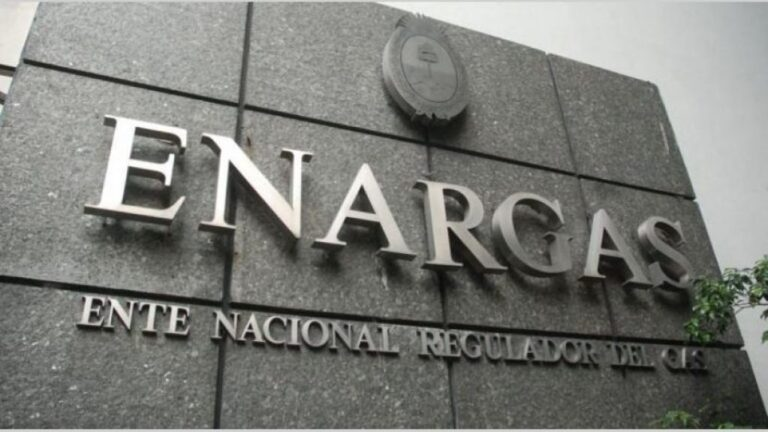 Argentina Weighs New Price Subsidy, Freezes Gas Tariffs