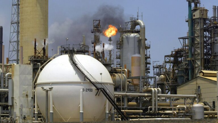 PDVSA Weighs Plan To Pay For Refinery Work With Fuel