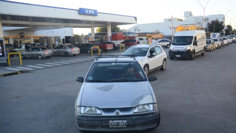 LatAm Briefs: Petrol Shortages In Cali, Salary Deal In Argentina